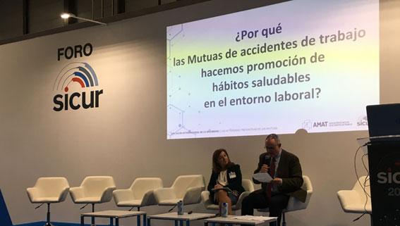 Marta Fernández, de Ibermutua, en un momento de la ponencia